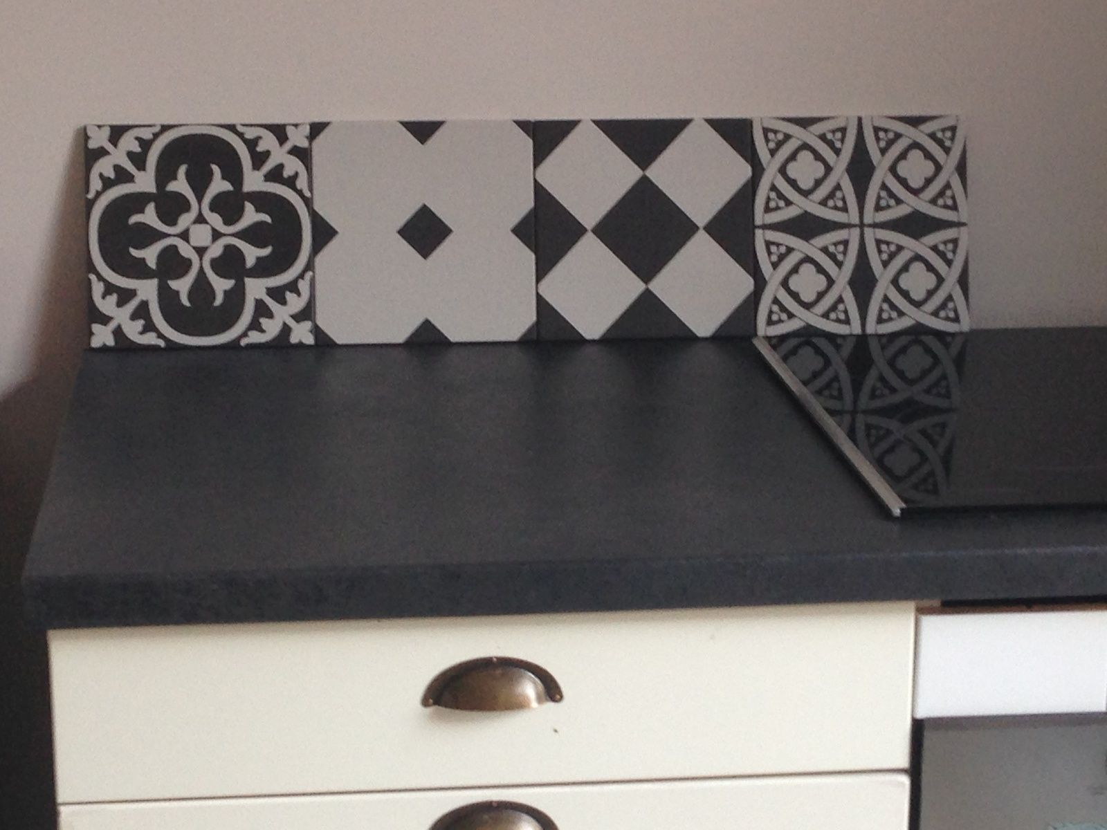 cuisine avant apr s noir ulta mat cr dence carreaux ciment. Black Bedroom Furniture Sets. Home Design Ideas