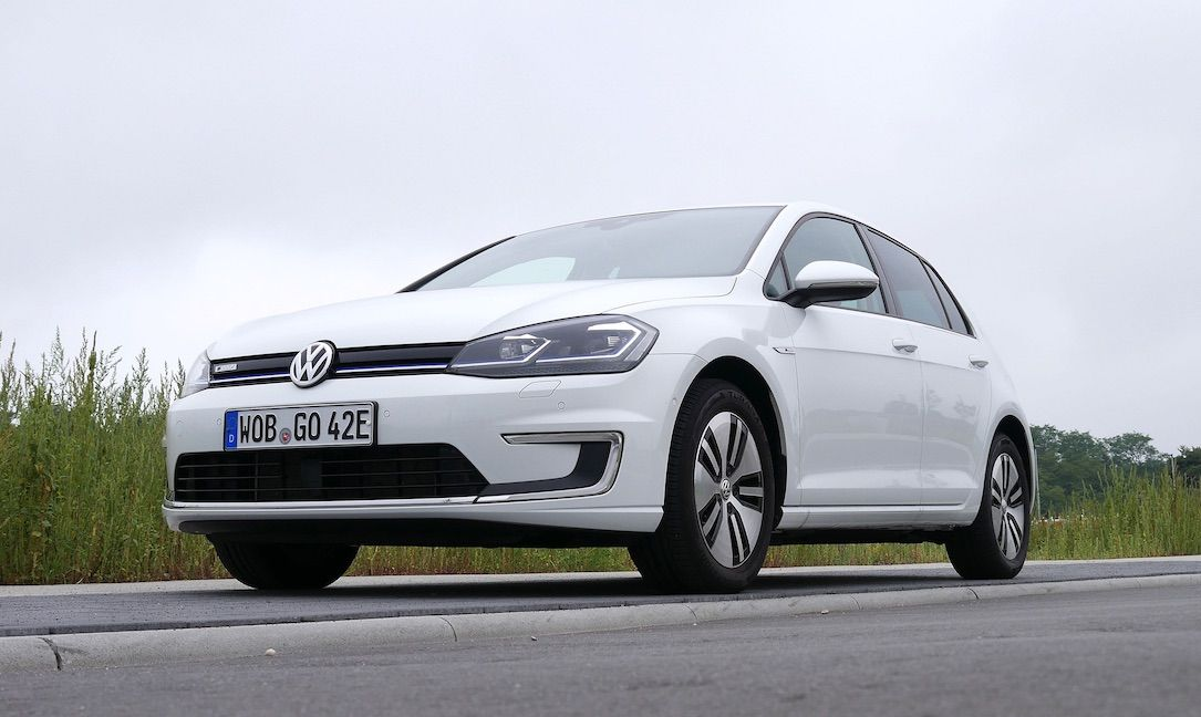 Elektroautos In Deutschland Vw E Golf Renault Zoe Und Tesla Model 3 Dominieren In 2020 Volkswagen Elektrofahrzeug Vw Golf Cabrio