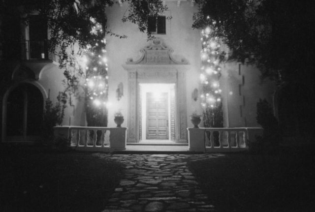 Photos: Beverly Hills Estates Decked Out For Christmas In 1938
