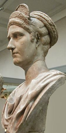 Matidia, marble portrait bust of Trajan's neice, the mother of Empress Sabina, wearing elaborate Antonine hairdo. Roman, 120 CE. London: British Museum.