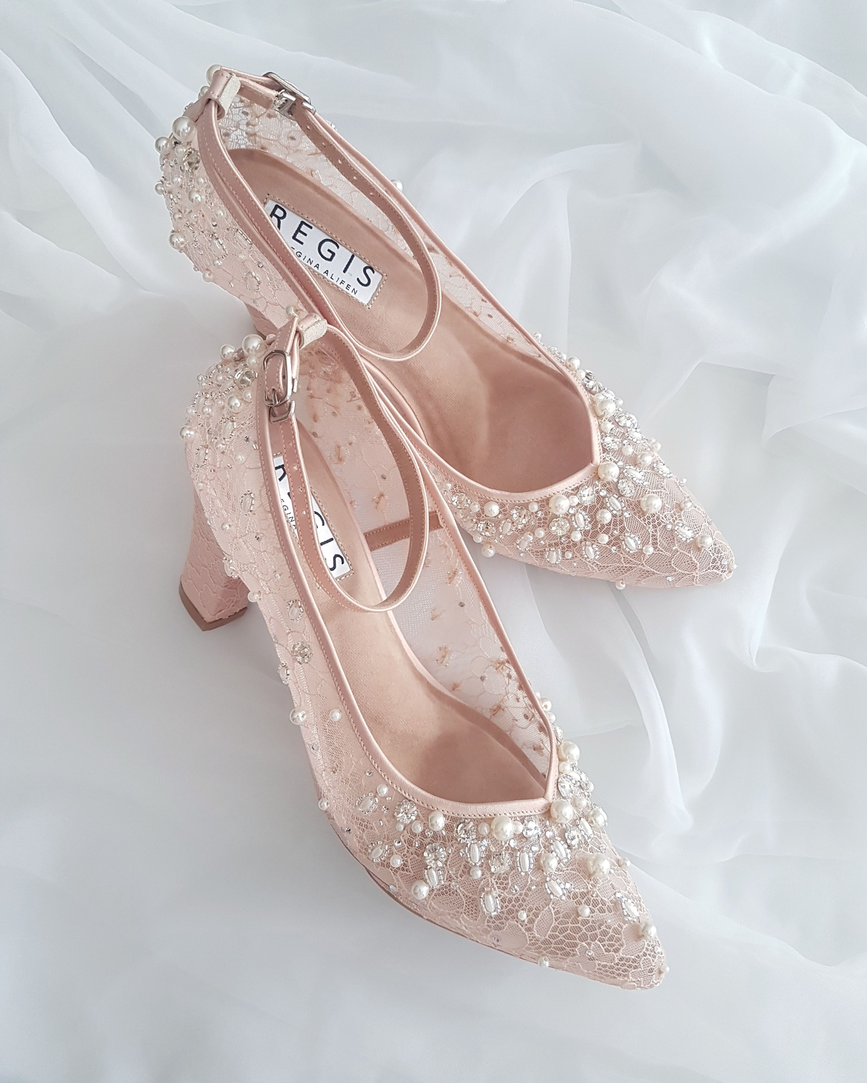 Ini Luar Biasa Karya Hebat Dari Regis Bridal Shoes Https Www Bridestory Com Id Regis Bridal Shoes Projects R Sepatu Pengantin Sepatu Wanita Sepatu Perempuan