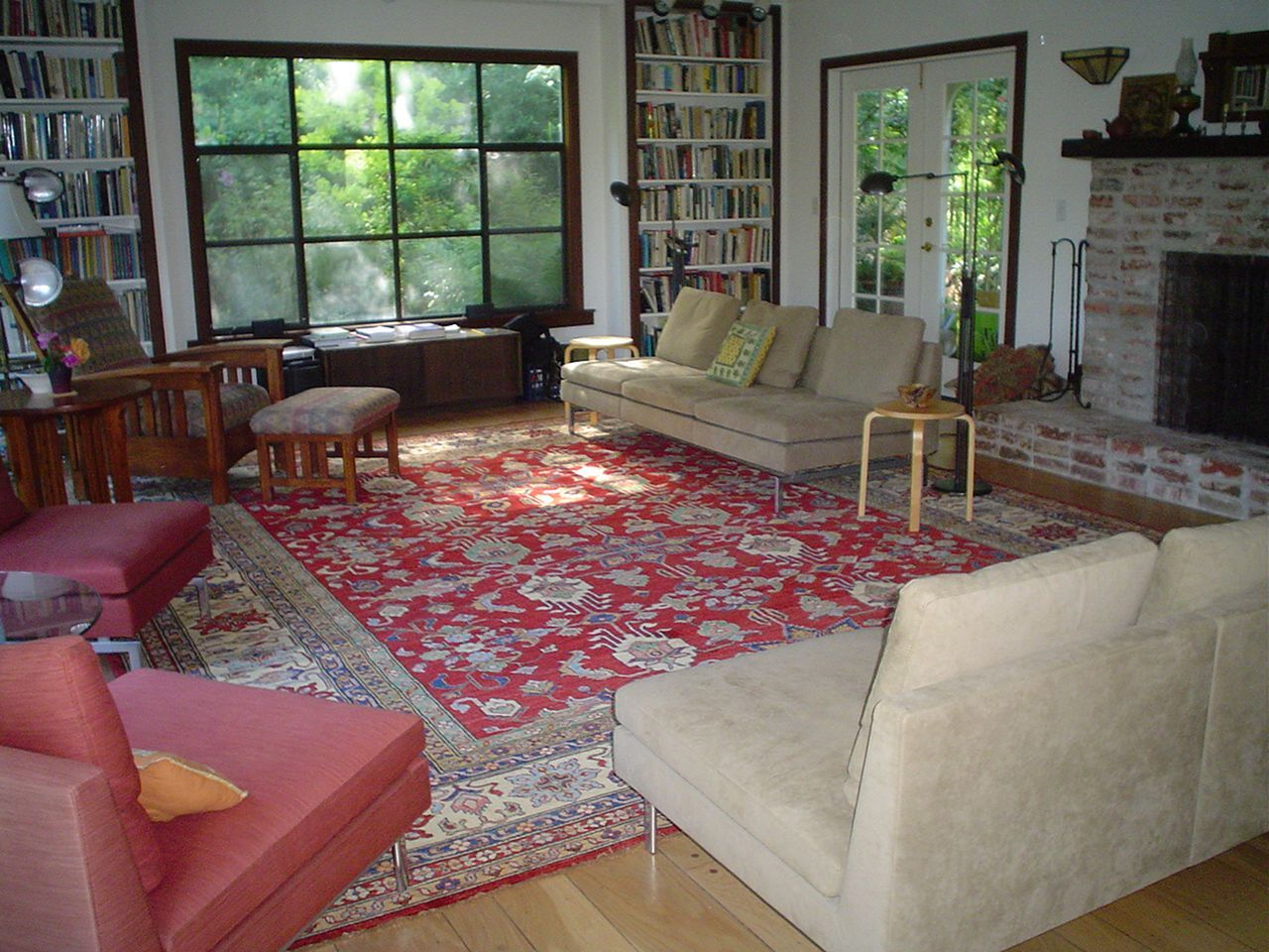17 Beautiful Rug Layering For Living Room Decoration I