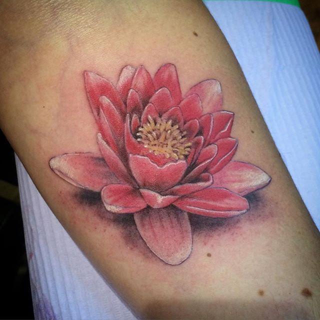 Tiny Red Lotus Flower Lotustattoo Tattoos Inked Inkedgirls Realism Realistic Realistictattoo Realtattoos Floraltattoo L Tattoo Lotus Tattoo Tattoos
