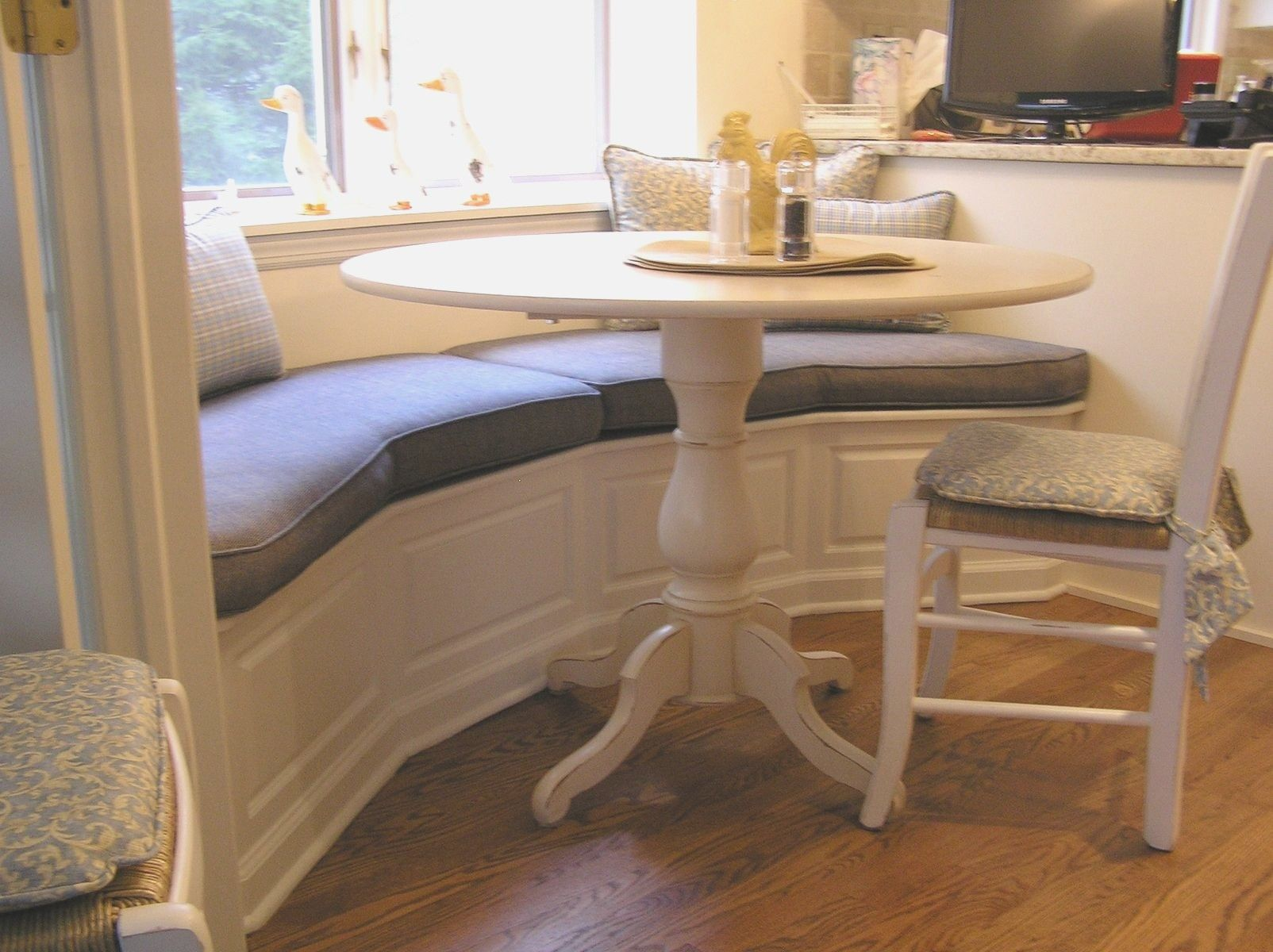 Kitchen Tables With Bench Seating Cheap Kitchen Tables With Bench Seating Kitchen Ta Bench Seating Kitchen Table Booth Dining Table Booth Seating In Kitchen