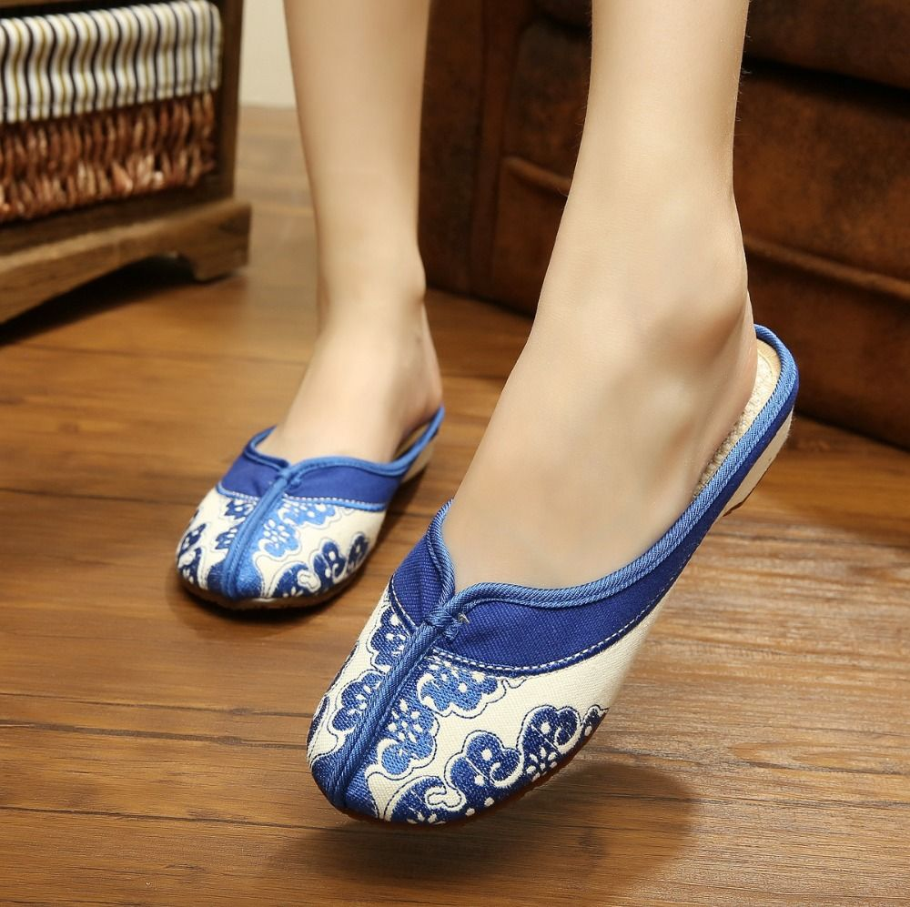 Casual Chinese embroidery slipper sandal