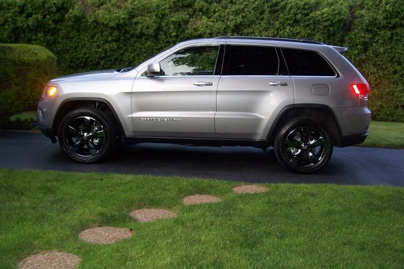 2017 Jeep Grand Cherokee Altitude With Matte Black Vinyl Wrap And