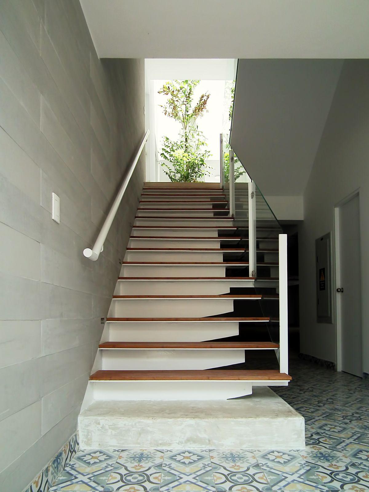 Dise o multifamiliar punta hermosa escalera de ingreso for Diseno de interiores lima