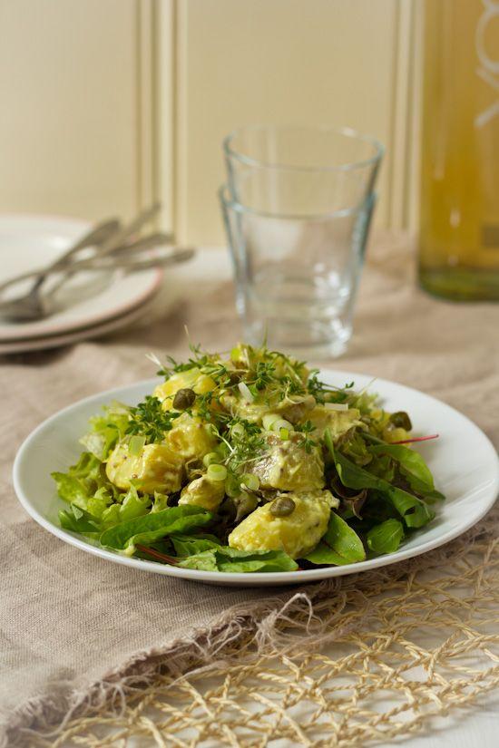 Snelle kruidige lauwe aardappelsalade recept. Aardappelen garen in de magnetron. Ondertussen dressing maken en spekjes uitbakken. Binnen een mum op tafel.