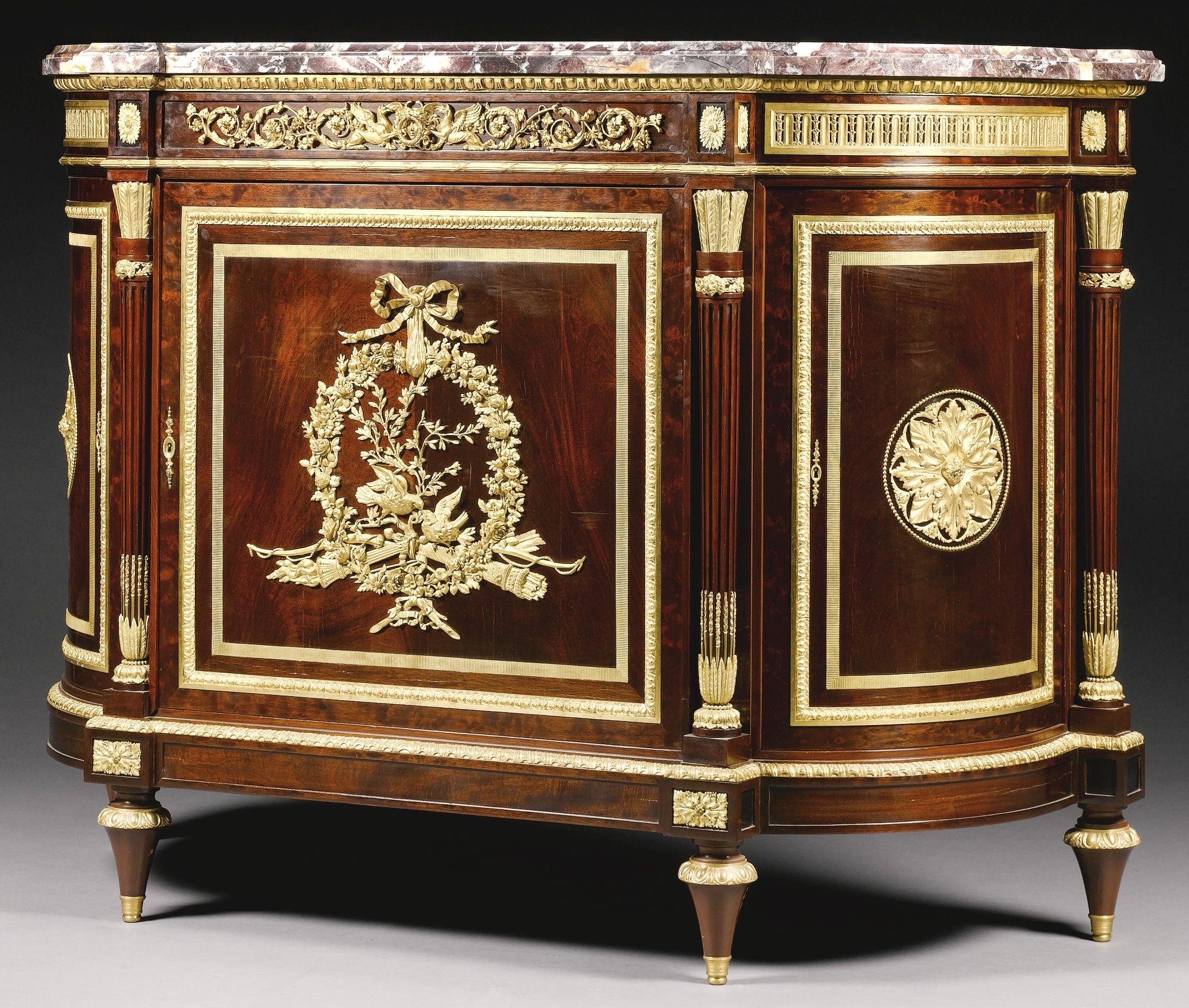 Henri Dasson 1825 - 1896 <br> Un estilo de bronce dorado Louis XVI montado caoba meuble à hauteur d'appui, París, último cuarto del siglo 19 | Terreno | Sotheby