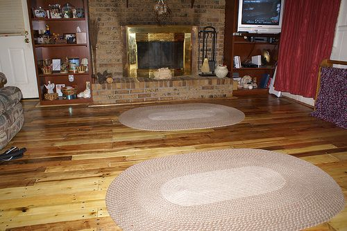 pallet floor!!!!  I can't wait to do this to my kitchen floor this winter.  Gonna be awesome!!!