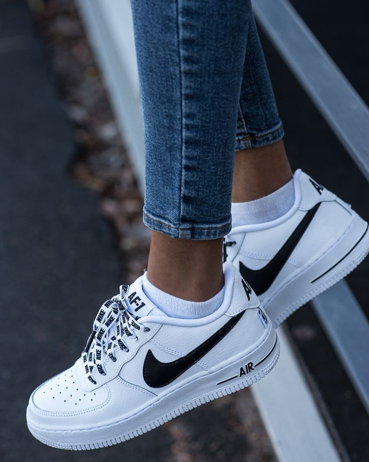Almuerzo Apellido Zapatos  Nike Airforce 1: Sneakers of the Month - Pose & Repeat | Black nike shoes,  Sneakers fashion, Sneakers