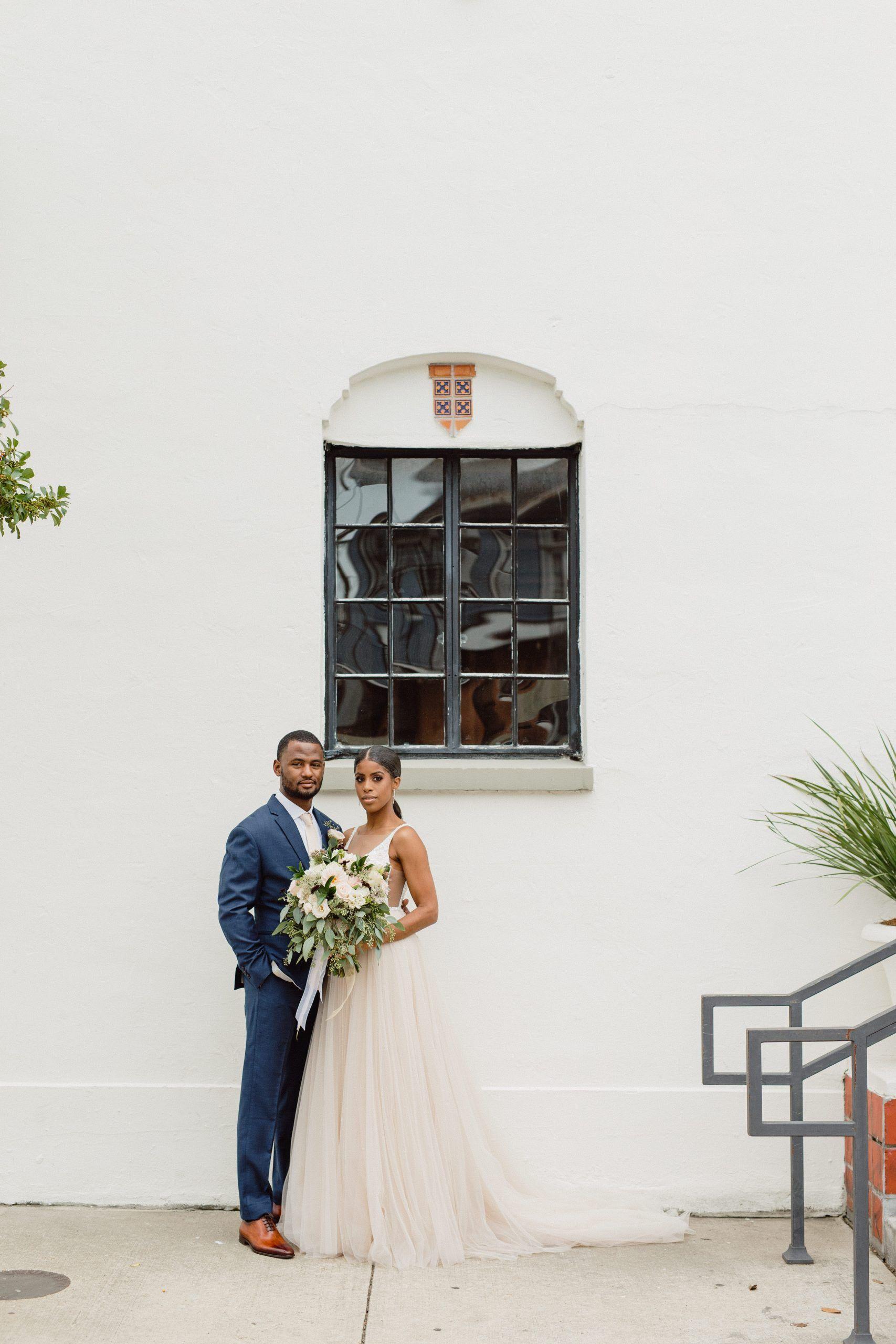 Elegant Fall Micro Wedding At Il Mercato New Orleans La Louisiana Elopement And Wedding Photogr In 2020 Elegant Fall Wedding Wedding Photographers