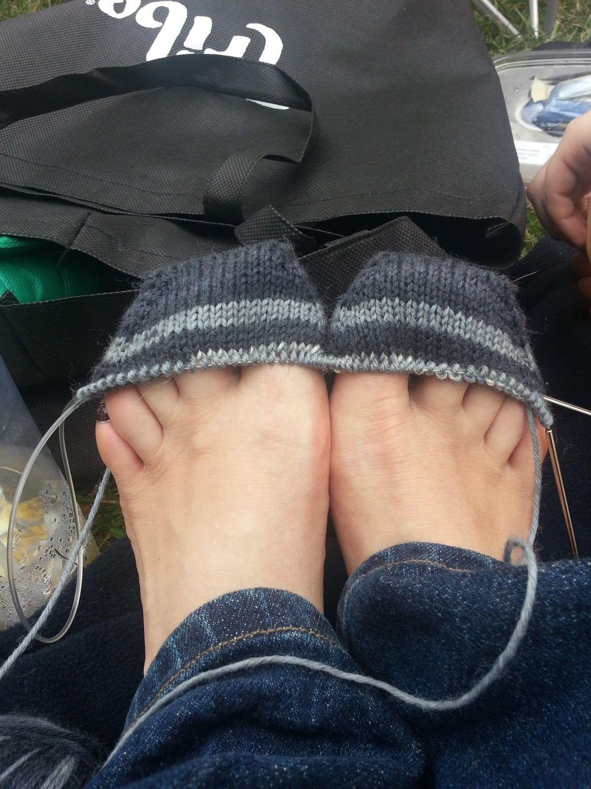 Explicación (en inglés) para tejer calcetines con aguja circular. No ...