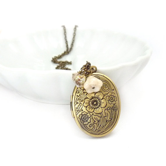 Vintage style antique bronze white flower necklace with pearls