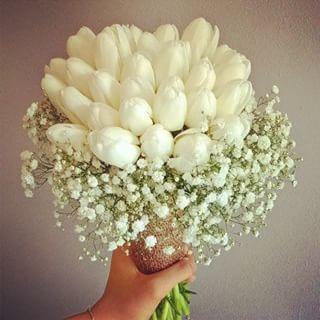 Bukiet Slubny Tulipany Biale Gipsowka Juta Czerwiec Kwiaciarnia Manufaktura Kwiatow Naszekwiaty Wedding Bouquet Floral Floral Rings Flowers