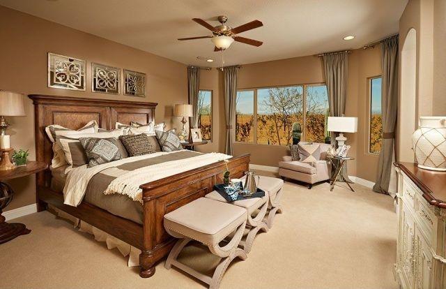 kuscheliges Bett mit massivem Holzgestell-beruhigende Wandfarbe ...