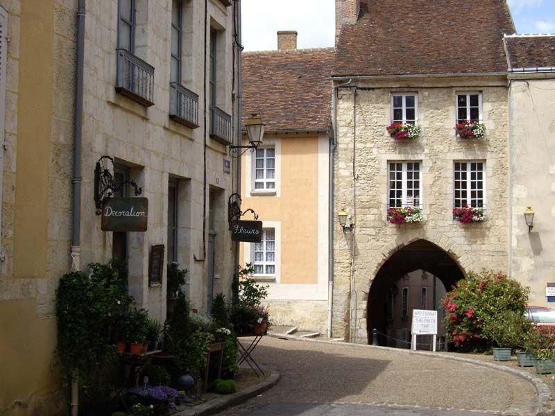 Sous le Porche de Bellême - joli village de l'Orne