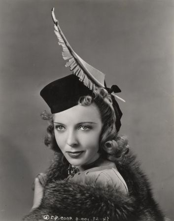 Ida Lupino sporting a marvelous tall single feather adorned hat, Jan 31,  1939. #vintage #1930s #hats #actresse… | Vintage style hat, Vintage  millinery, Hats vintage