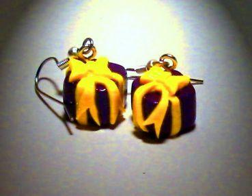 Ohrringe und Ohrstecker im Onlineshop - Verrückte Ohrringe und Schmuck Welt  - Ohrringe Geschenk lila handgemacht aus Fimo Edelstahl Ohrhänger Neuware
