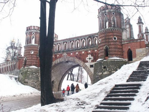 Figurny (or Decorative) bridge in Tsaritsyno Park and Estate. By Moscow Russia Insider's Guide.