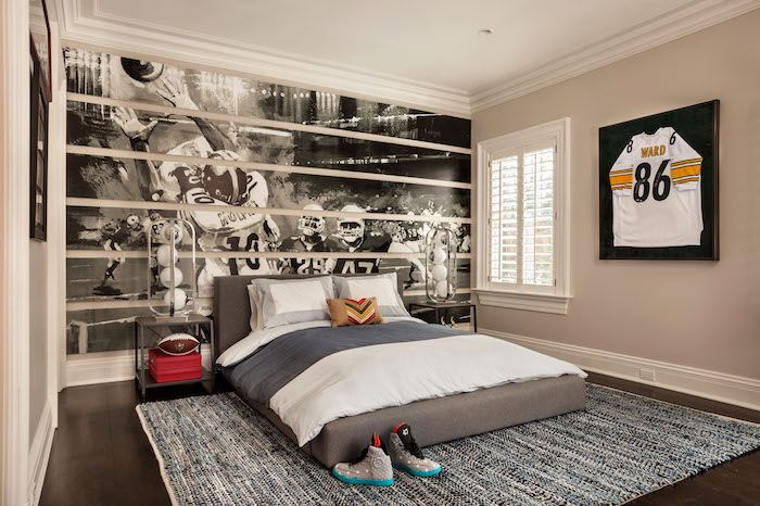 Teenager Zimmer Einrichten Grosse Wandtapete Amerikanischer Fussball Graues Bett Sportschuhe Boy Bedroom Design Football Bedroom Boys Room Design Houzz childrens bedroom ideas