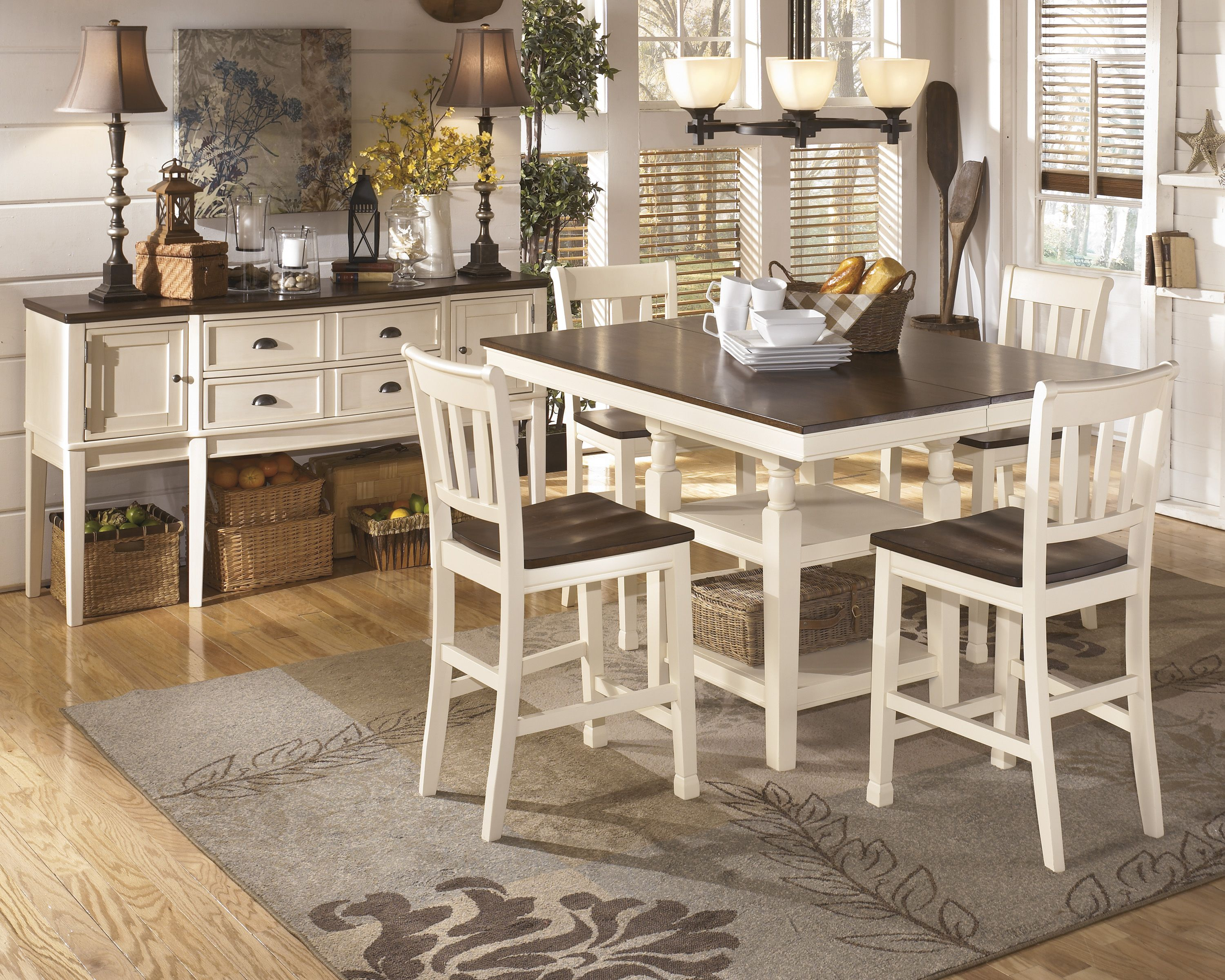 the counterheight table has a removable leaf allowing the