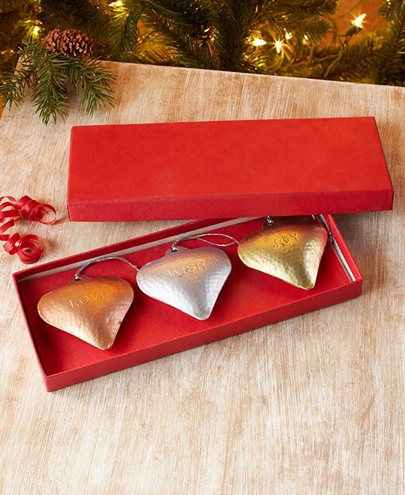 https://www.ltdcommodities.com/Home-Decor/Decorative-Accents/Decorative-Accents/Set-of-3-Sentiment-Heart-Ornaments/1z0v356/prod2710050.jmp?bookId=4064