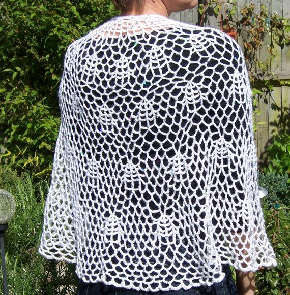 Bridal Crochet Capelet Lace Capelet with Brooch por evefashion