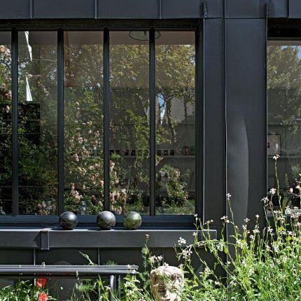 UNE GRANGE NORMANDE TRANSFORMÉE EN RÉSIDENCE D'ARTISTES ATYPIQUE L'architecte Aurélien Lespinas