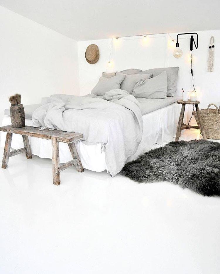 Traum in weiß - Gemütliches, helles Schlafzimmer mit großem Bett