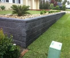Charmant Retaining Walls Are A Great Way To Elevate Garden Beds, Creating A Split  Level Effect