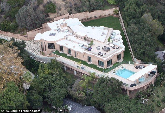 Inside The 12million Mansion Rihanna Now Calls Home Mansions