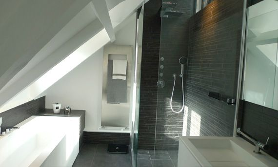 Gar onni re sous les combles architecte d 39 int rieur paris for Salle de bain 7m2 sous pente
