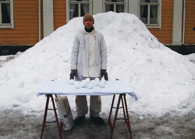 Roi Vaara selling snow balls, 2007