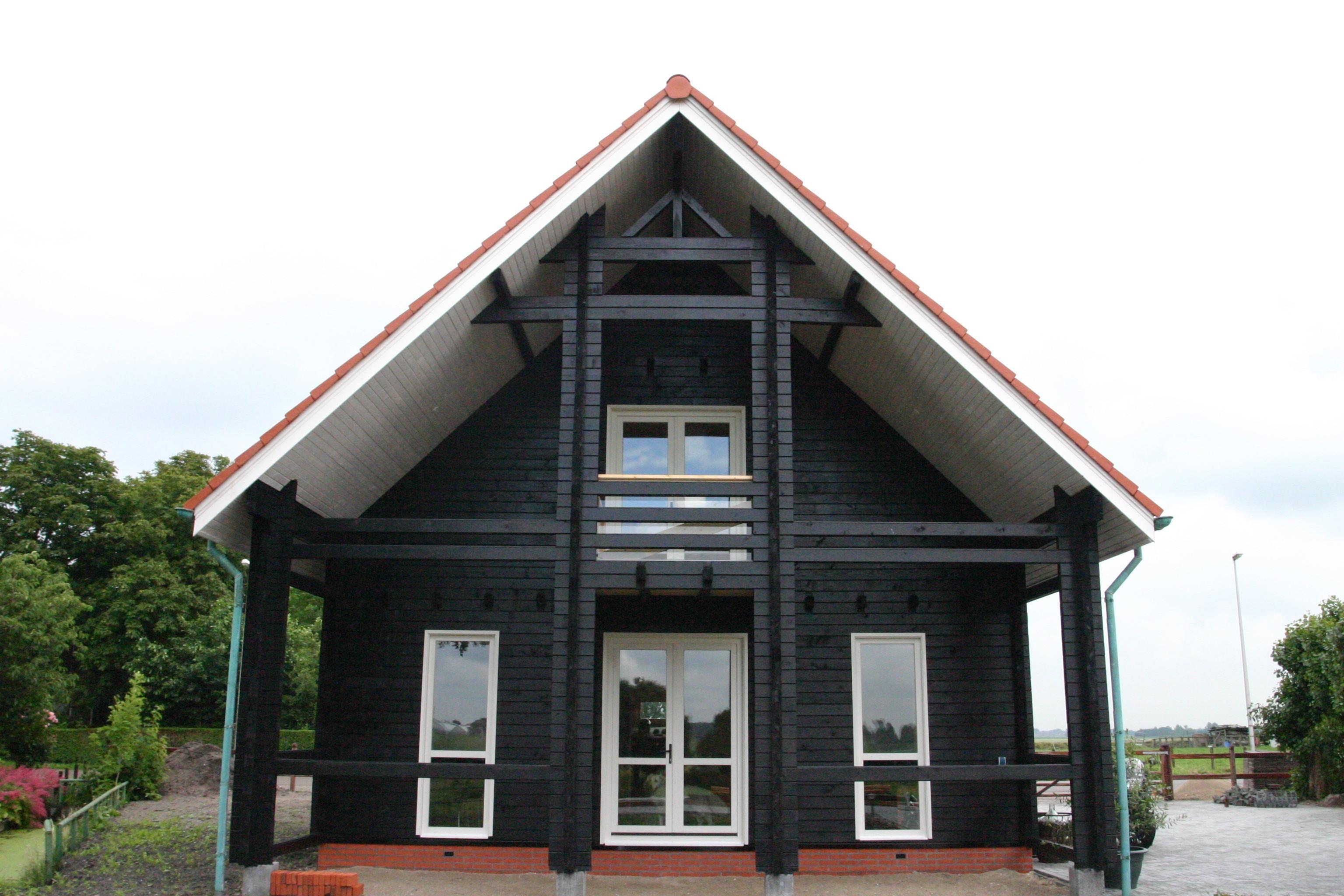 Houtbouw op maat prefab houten schuren huizen garages for Huis bouwen prefab