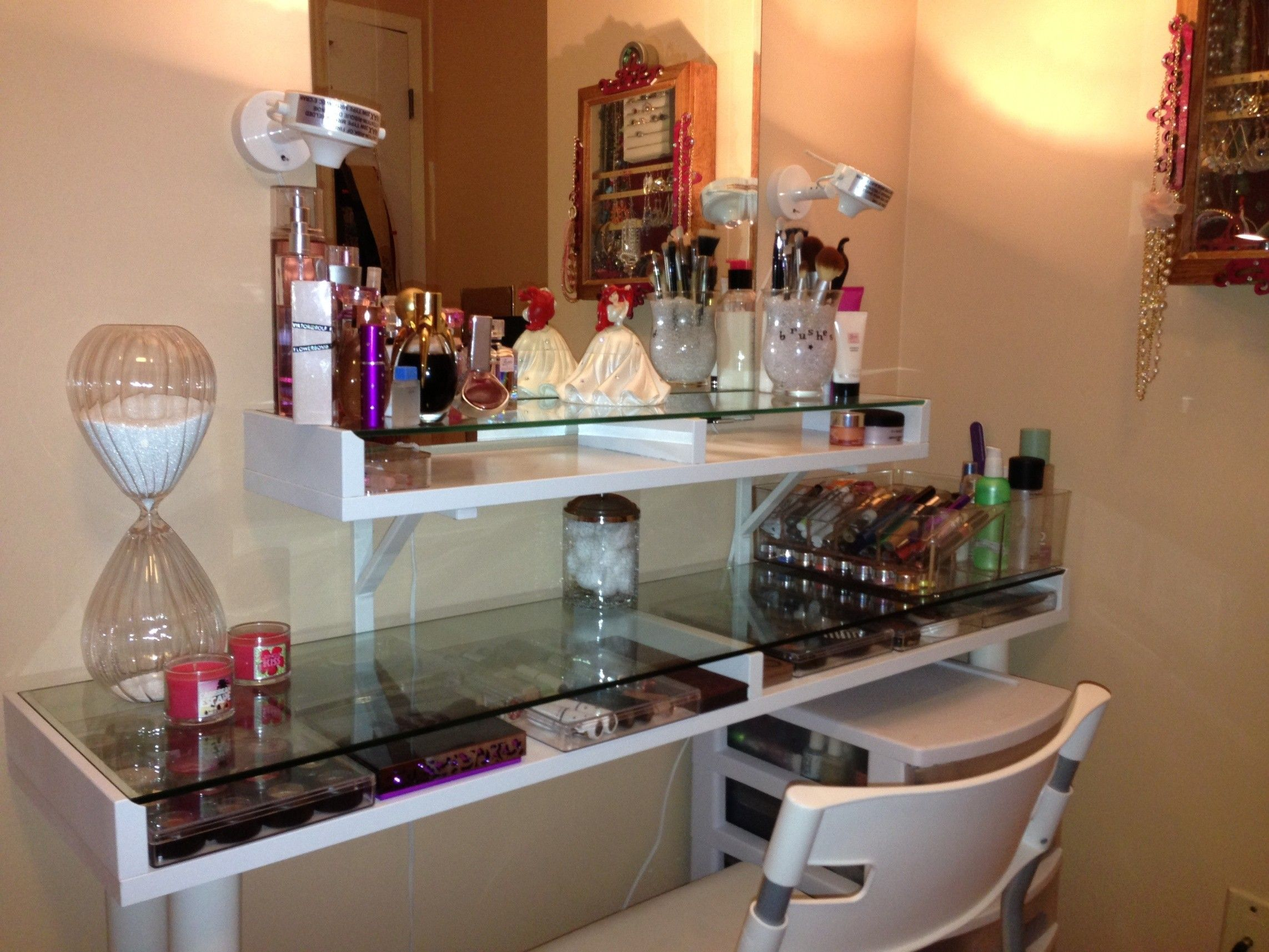 F - Modern White Based Make Up Tanle With Shelf And Glass Table Top ...