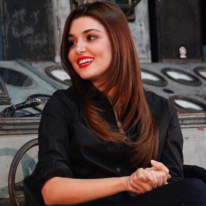 Beautiful Hande Ercel Aka Hayat Uzun Fb Dp Download Wallpaper Hande Ercel Turkish Beauty Beautiful Girl Face