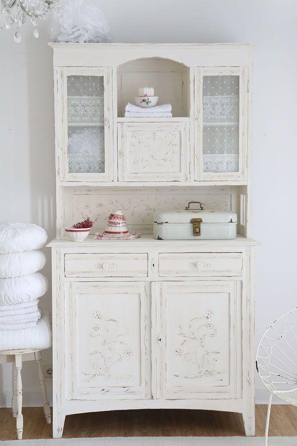 Elegant Vintage Buffet, Alter Küchenschrank Im Shabby Chic Pastell Küche, Vintage  Möbel, Wohnraum,
