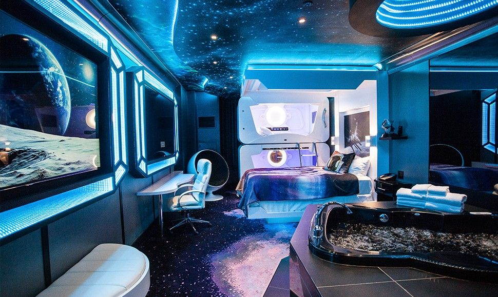 13 E Themed Hotels Suites Right Here On Earth
