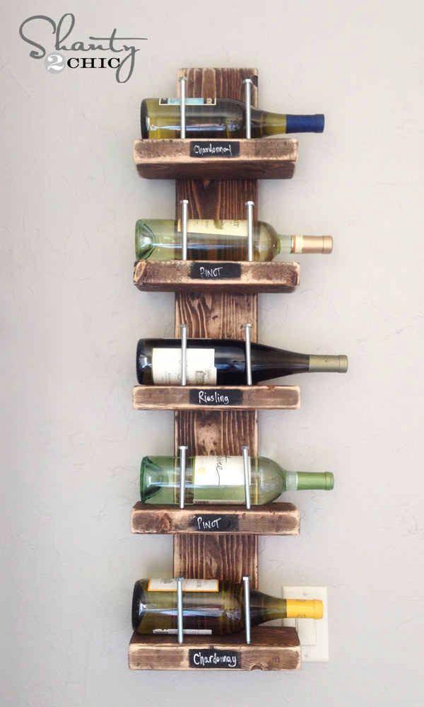 Hjemmelavet vinreol af enkelte søm og billigt træ