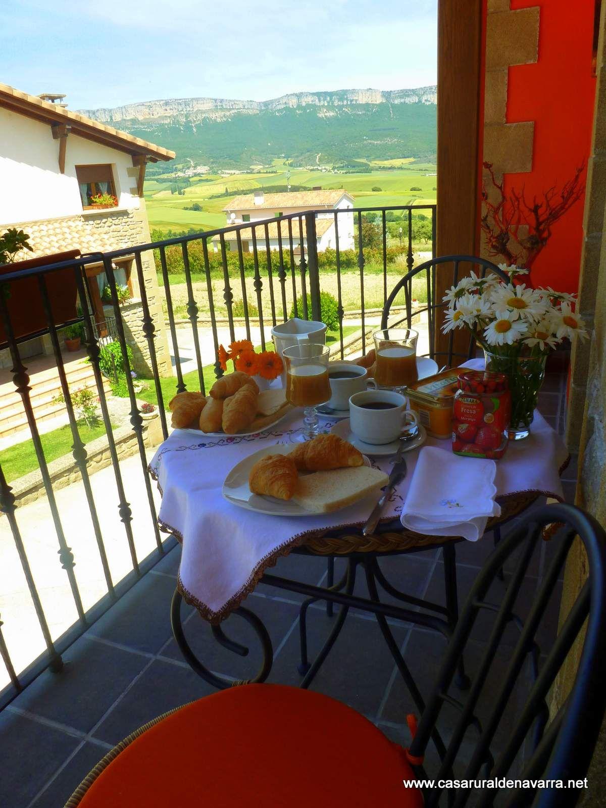 Desayuno virtual con vistas desde la terraza de casa rural ...