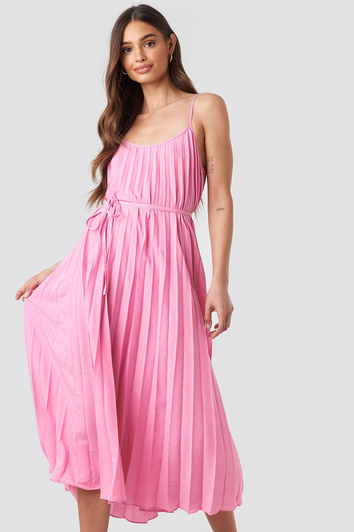 plisado dress rosa in 2020 | plissierte kleider, kleidung