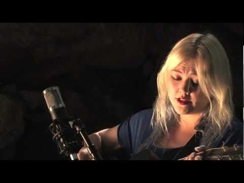Elle King Plays Ain T No Sunshine By Bill Withers Legends Of