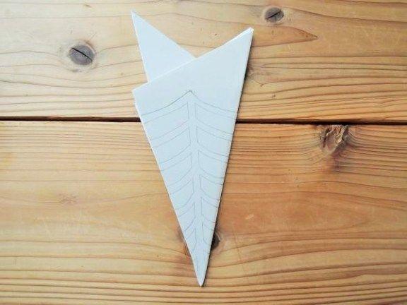 カッコいい ハロウィンの蜘蛛の巣を画用紙で作る 折り方と切り方