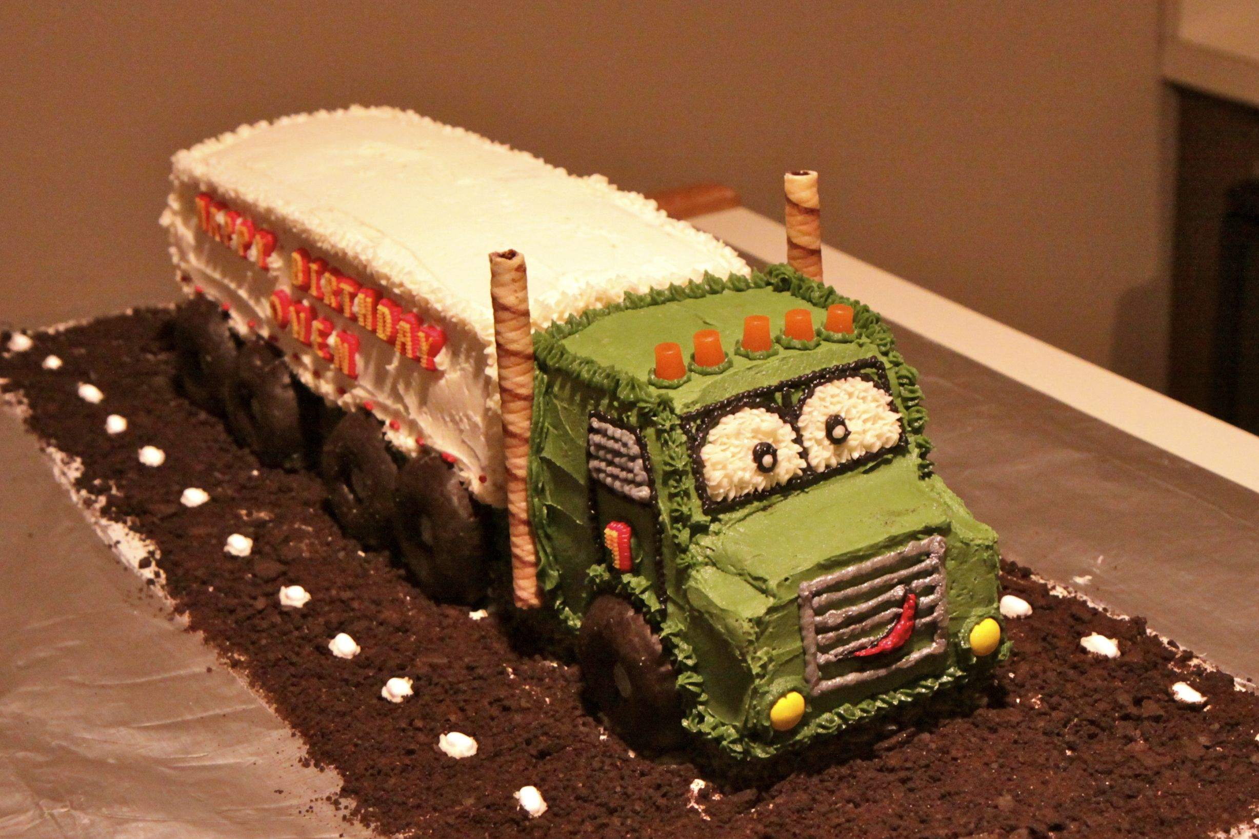 tractor trailer cake for O Pinterest Cake and Birthday cakes