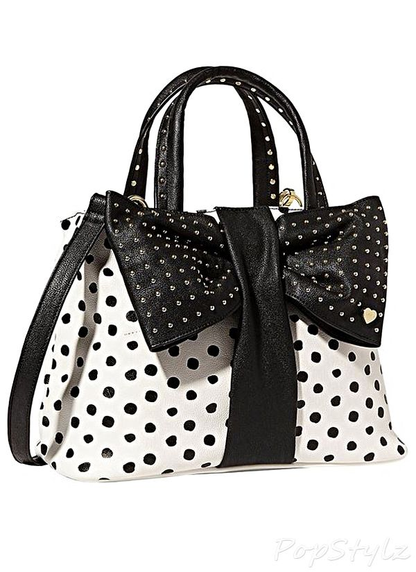 1025a5ee02 Betsey Johnson Bow Tie Handbag. If the bow was smaller it would look better.