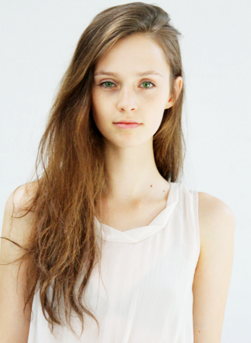 Girl with light brown hair and green eyes tumblr