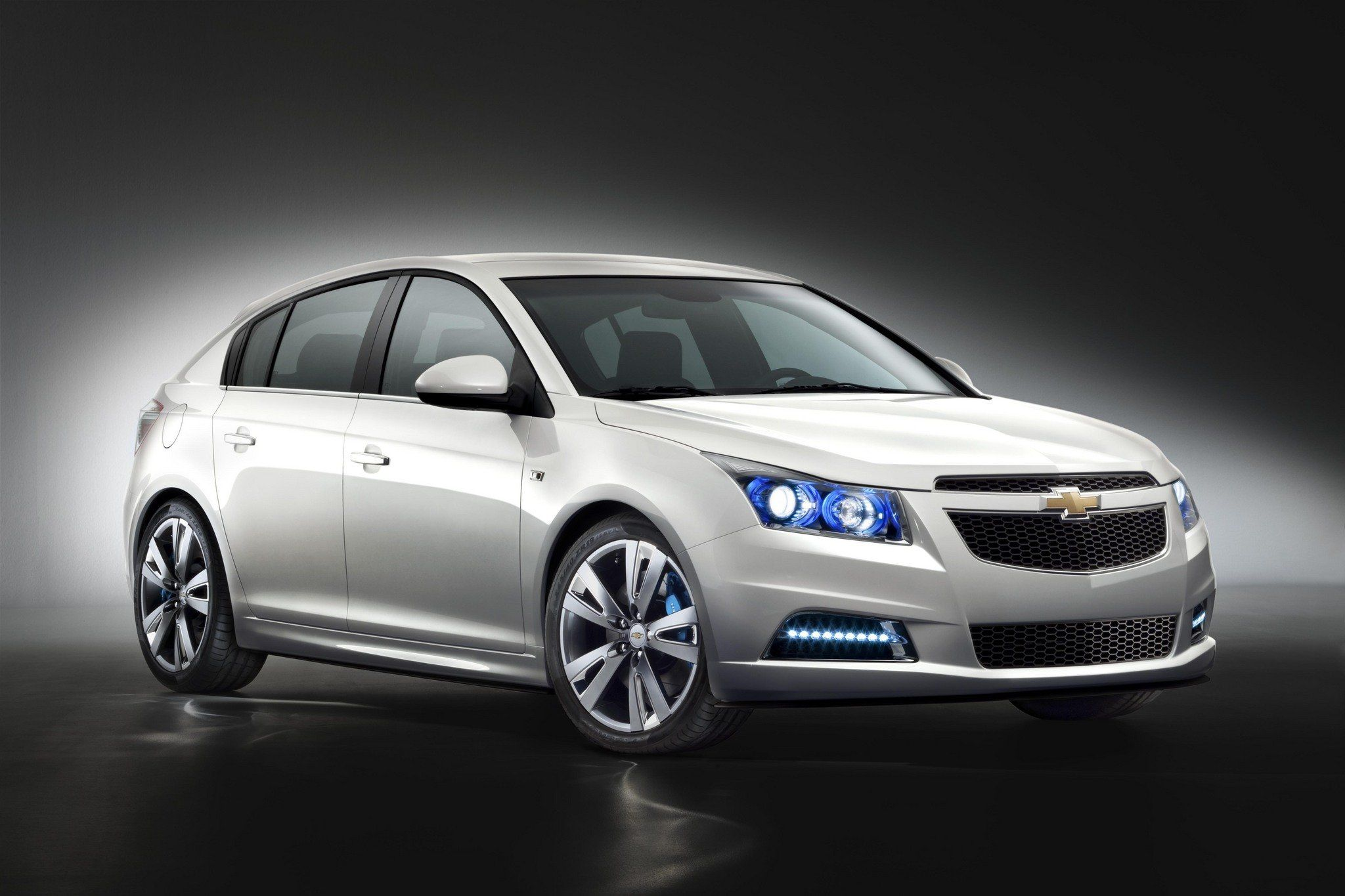 Gm Shows Off Cruze Hatchback In Europe Chevy Cruze Best Small