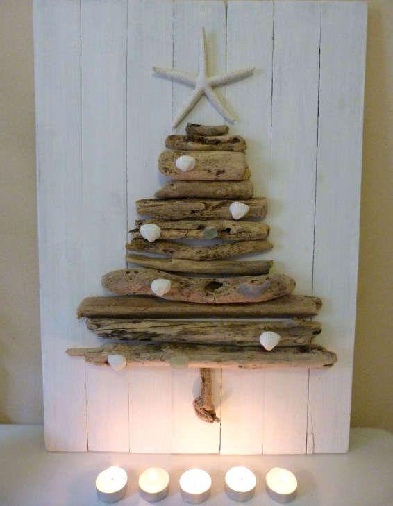 Fabriquer un sapin de Noël en bois | Plage noël, Arbre de noël bois flotté et Arbre de noël en bois