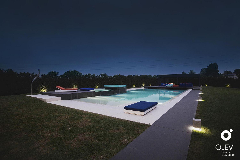 Photo of Illuminare la piscina con la musica in giardino